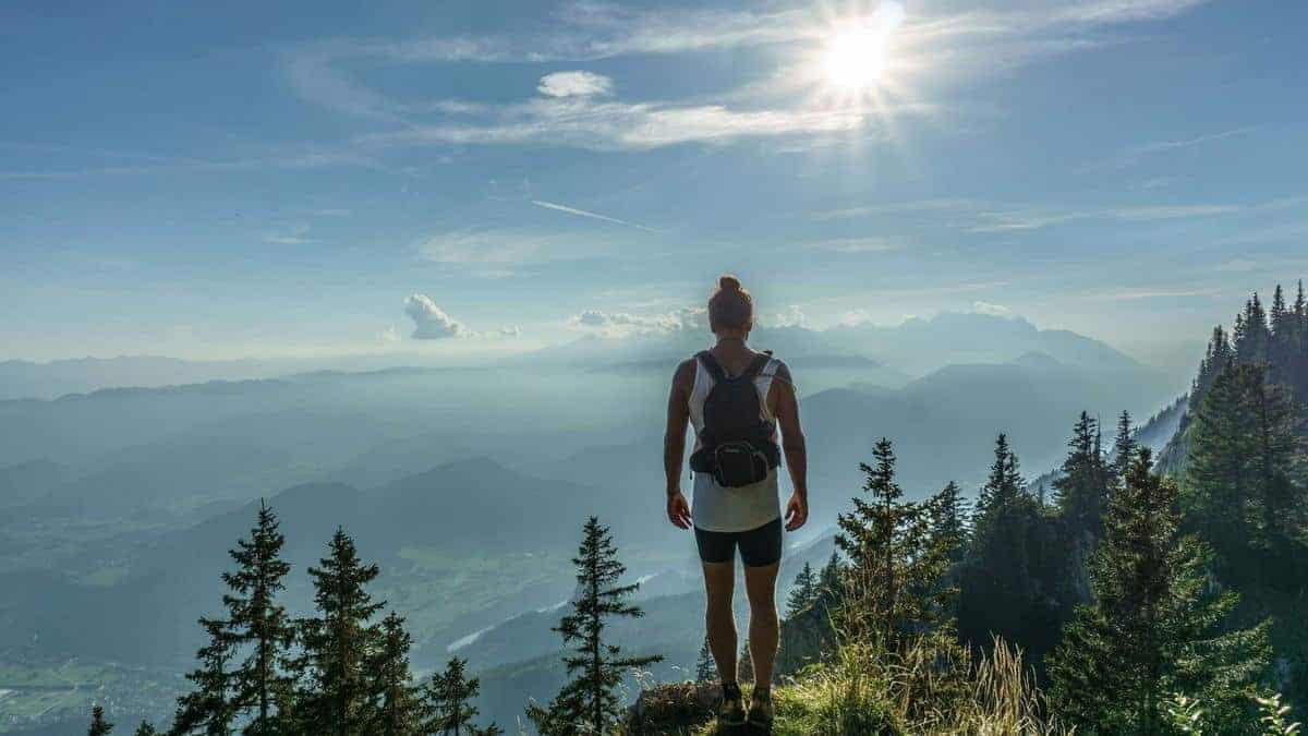 La vie est difficile et c'est une réalité à accepter, une fois assumé, le poids tombe et on avance plus librement